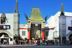 il famoso Grauman's Chinese Theater (TCL) a Hollywood lungo la Walk of Fame - © nito / Shutterstock.com