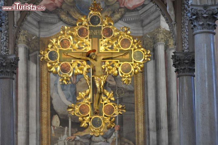 Crocifisso ligneo del 39 400 si trova nella foto for Antiquariato bologna