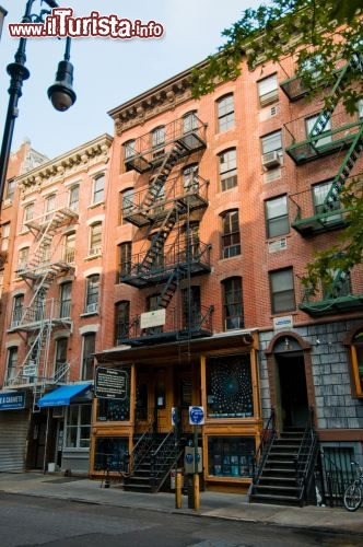 Immagine Tenement Museum: L'ingresso dell'edificio al 97 di Orchard Street a New York - © Keiko Niwa / tenement.org