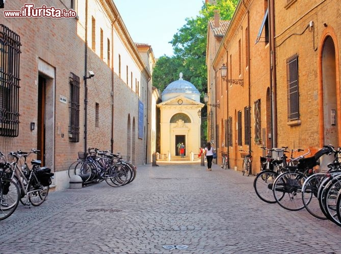 Cosa vedere e cosa visitare Tomba di Dante
