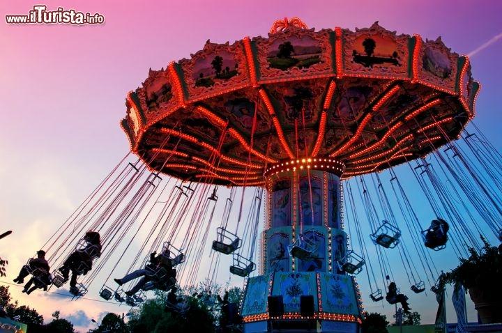 Giostra al parco del prater nel grande parco foto for Calcinculo prezzo