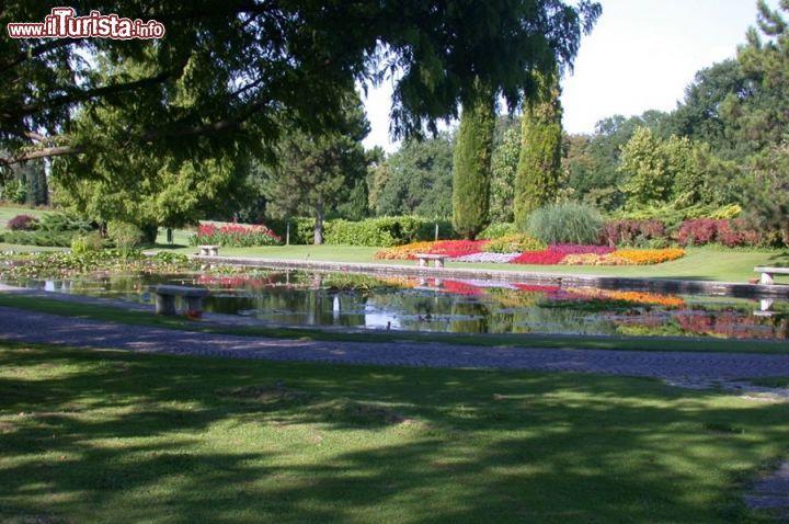 Passeggiare lungo il paesaggio incantato del foto - Parco giardino sigurta valeggio sul mincio vr ...