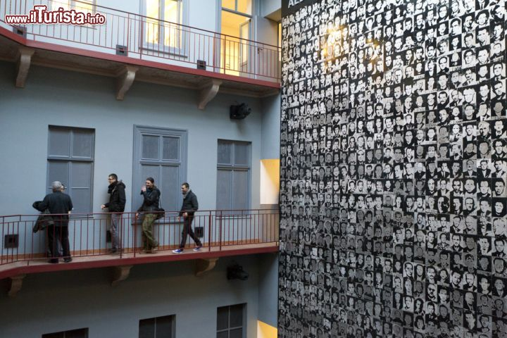 Per non dimenticare visitatori all 39 interno foto - Immagini della casa ...