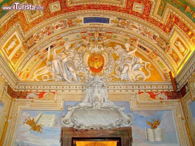 Decorazioni pittoriche e scultoree impreziosiscono - Decorazioni pittoriche ...