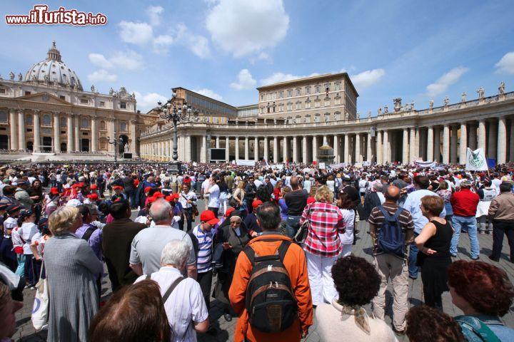 L 39 angelus della domenica alle ore 12 il foto citt del vaticano piazza san pietro - Finestra del papa ...