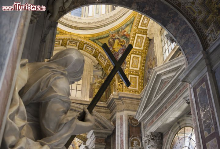 Un Gruppo Scultoreo All 39 Interno Della Chiesa Foto