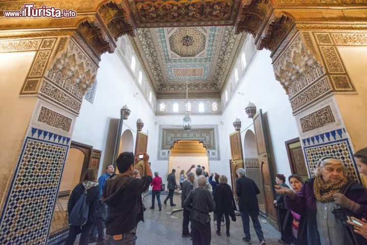 Immagine Turisti in visita al Museo di Marrakech - © The Visual Explorer / Shutterstock.com