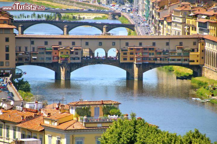 Le tre arcate ribassate di ponte vecchio il foto for Portico e design del ponte