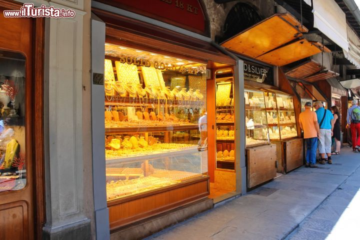 I negozi di orefici ed artigiani sul ponte vecchio for Negozi di arredamento firenze