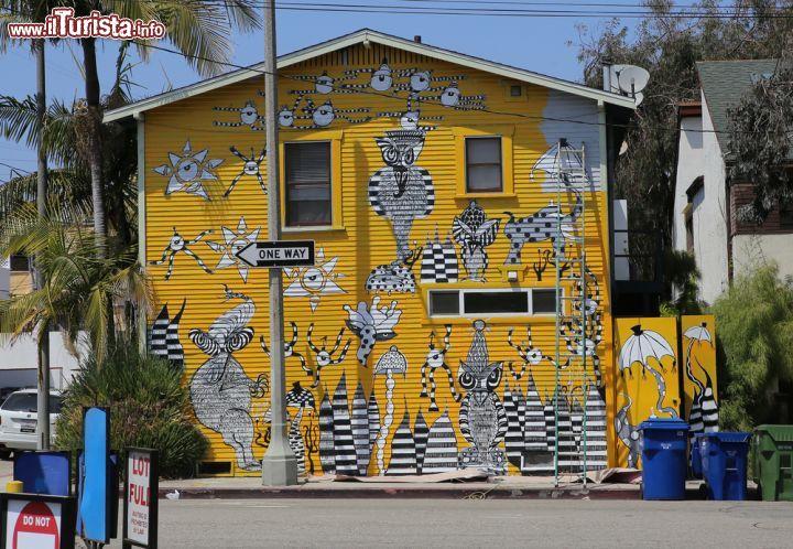 Una caratteristica casa in legno dipinta foto los for Cosa vedere a los angeles in 2 giorni
