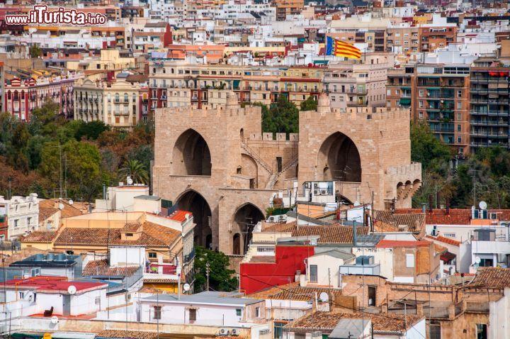 Fotografia dall 39 alto della porta di torres foto - Ugc porta di roma programmazione ...