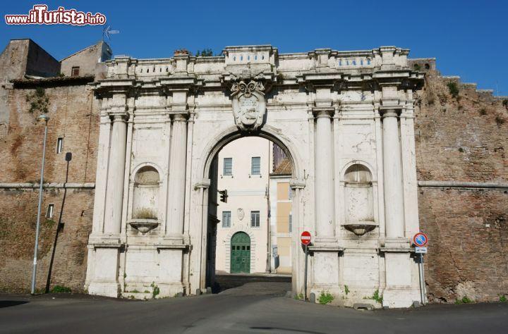 Porta portese nel rione trastevere roma foto roma - Porta portese roma case ...