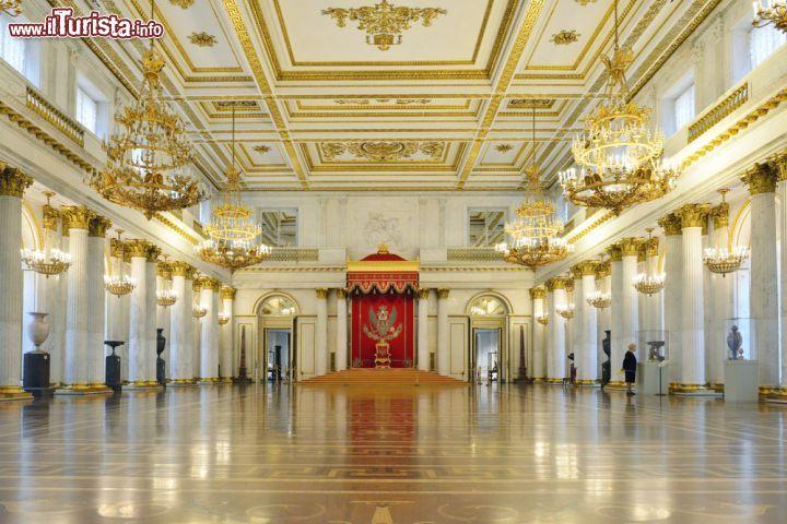 La sala di san giorgio nel museo ermitage all 39 interno - San pietroburgo russia luoghi di interesse ...