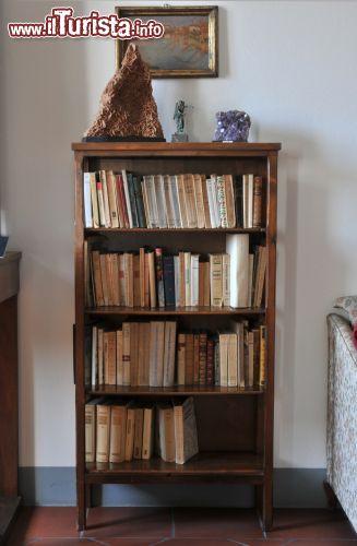 Una piccola libreria a casa moretti a cesenatico for Libreria casa
