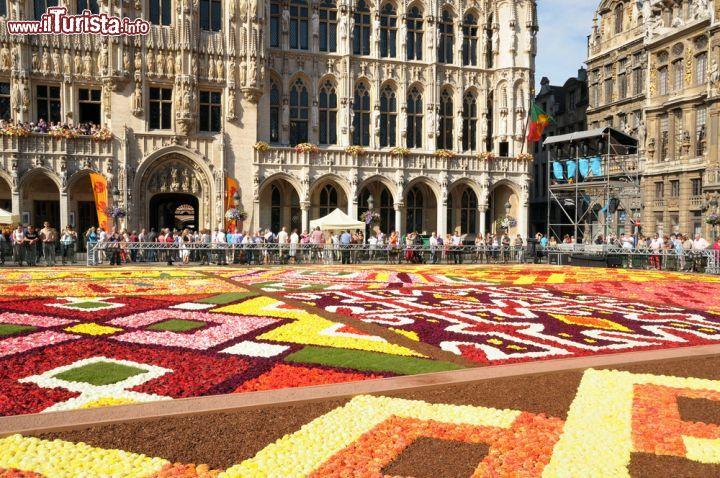 Tappeto Floreale Bruxelles : Tappeto di mila fiori a bruxelles europa ansa