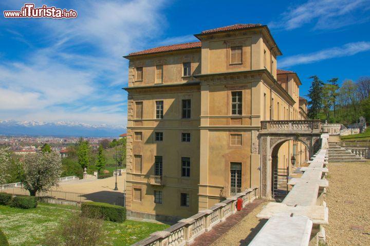 Vista laterale del palazzo di villa della regina for Palazzo villa torino