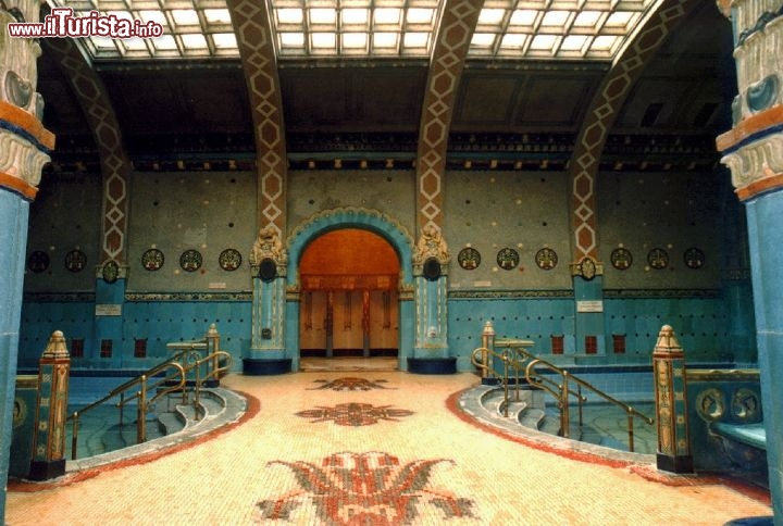 Mosaici del bagno termale gellert guarda tutte le foto - Istanbul bagno turco ...