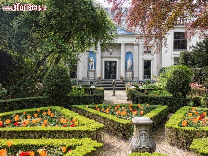 I grandi e ben curati giardini della casa museo foto - Giardini curati ...