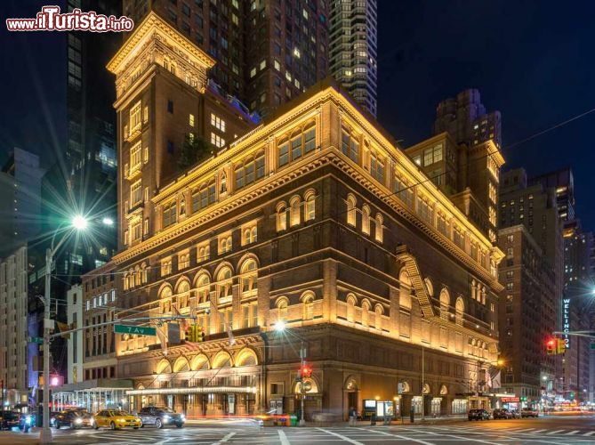 Immagine La celebre sala da concerto di Carnegie Hall a New York City, sulla  Seventh Avenue - © Gordon Bell / Shutterstock.com