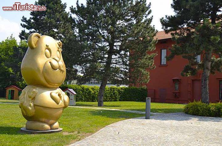 Il giardino delle meraviglie si trova all 39 esterno foto grandate museo del cavallo giocattolo - Il giardino delle meraviglie ...