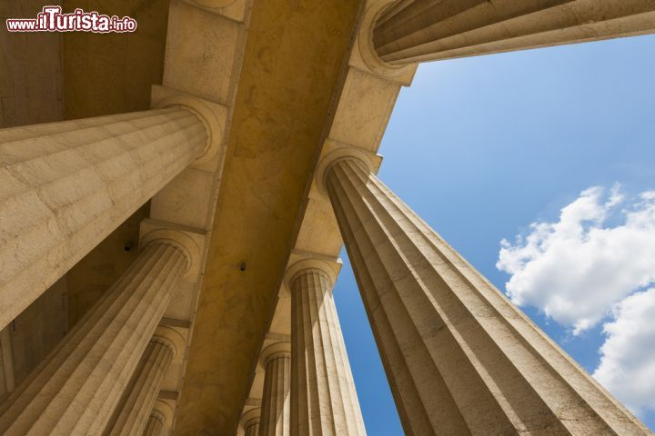 Particolare architettonico del portico del tempio for Disegni del portico laterale