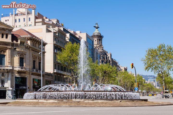 Incrocio fra gran via de les corts catalanes foto for Quartiere gracia barcellona