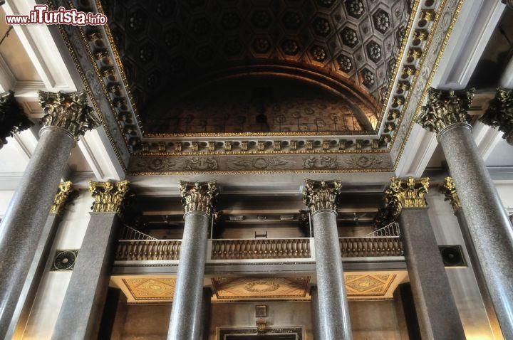 Dettaglio del soffitto del portico della cattedrale for Disegni del portico laterale