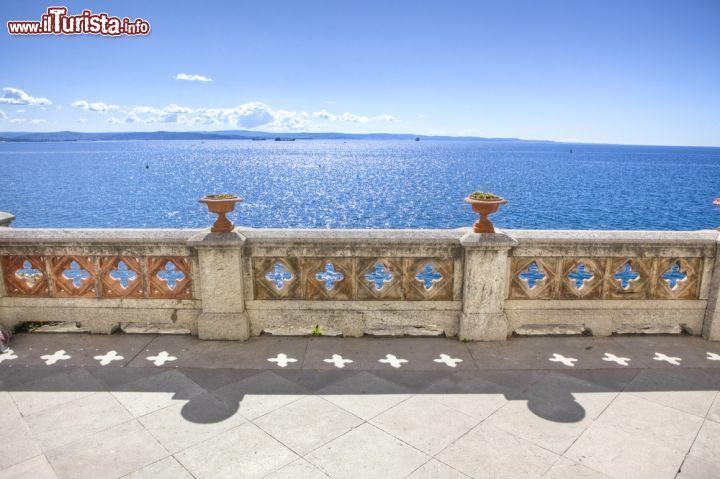 La terrazza panoramica del Castello di Miramare ... | Foto Trieste ...