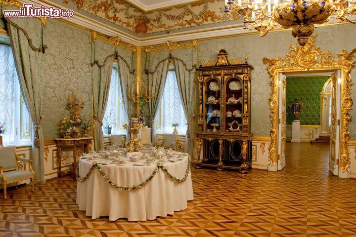 L Interno Del Palazzo Di Peterhof San Pietroburgo