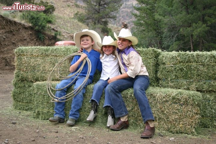 Nei ranch del Wyoming anche i bambini si divertono credendosi cowboys. Credit: Wyoming Travel & Tourism