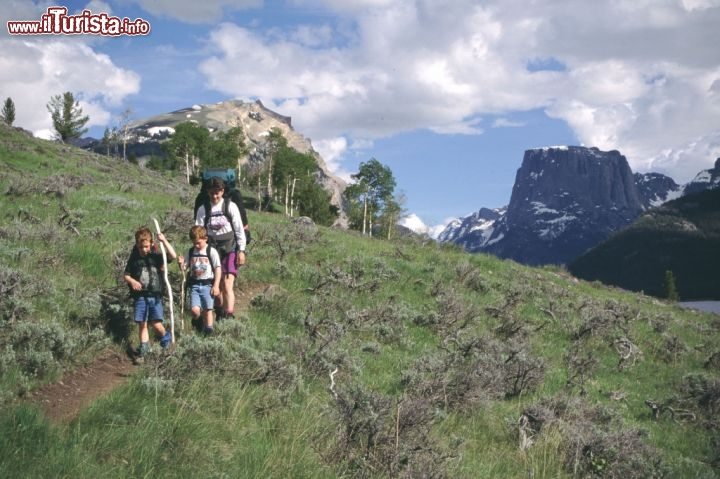 Trekking tra i sentieri del Wyoming, vicino a Square Top Mountain. Credit: Fred Pflughoft