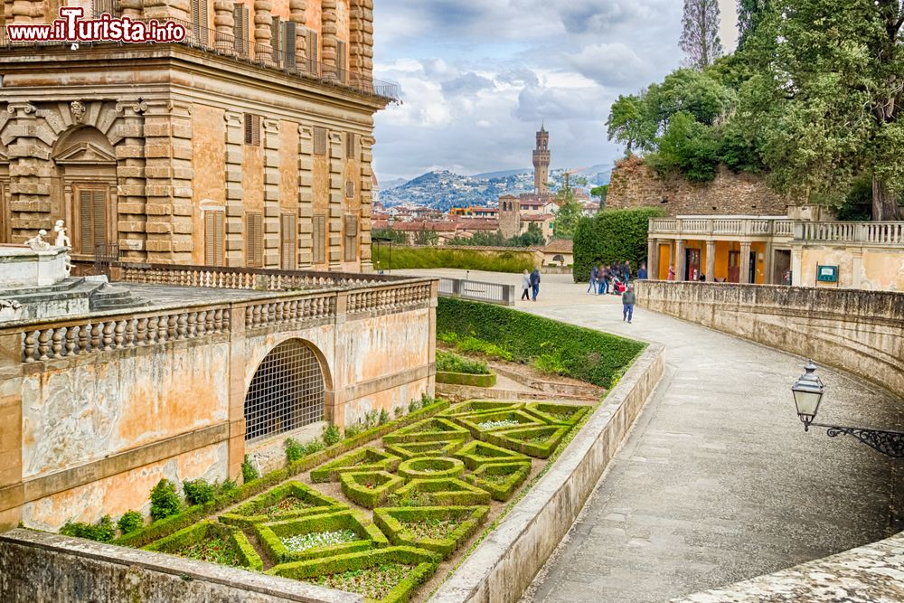Un dettaglio dei giardini boboli a palazzo pitti foto firenze giardino di boboli - I giardini di palazzo rucellai a firenze ...