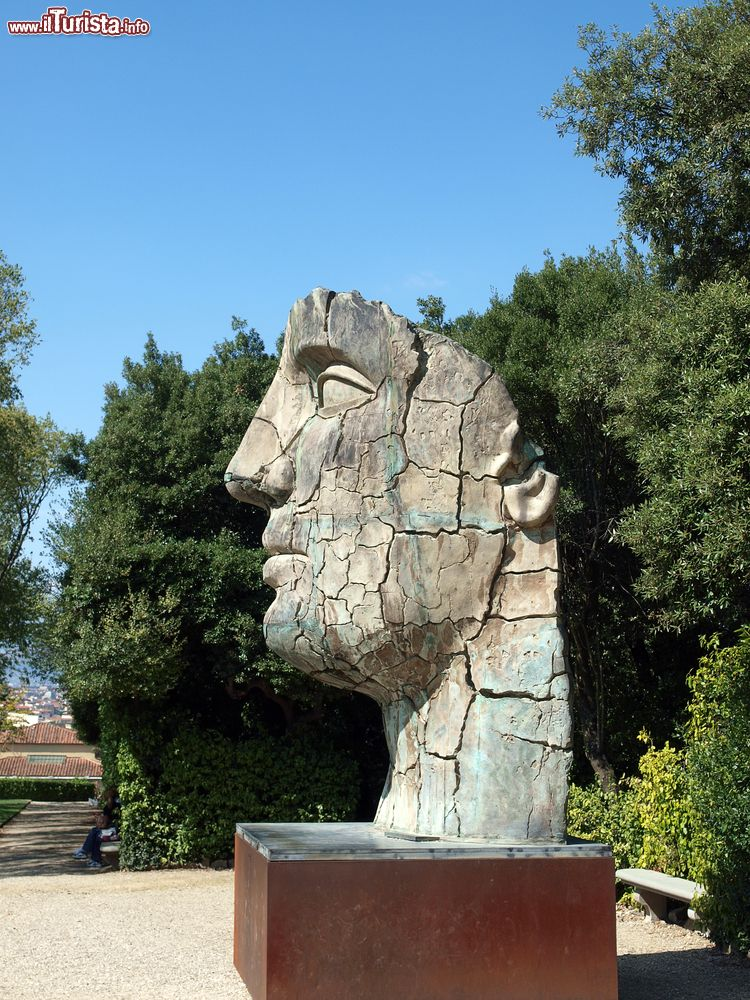 Una statua all 39 interno del giardino boboli foto - Giardino interno ...