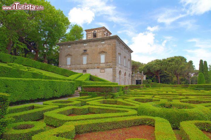 Il giardino all 39 italiana e uno dei due casini foto bagnaia villa lante for Puglia garden city ny