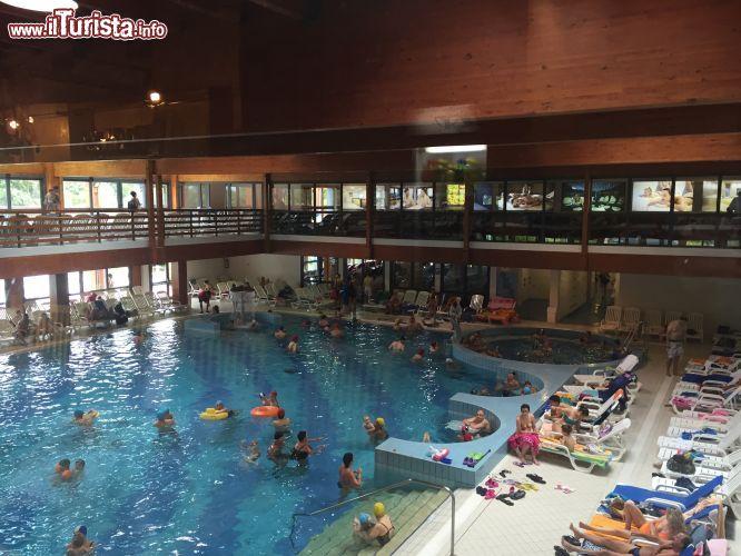 La piscina coperta delle terme di bibione la foto for Piani di piscina coperta