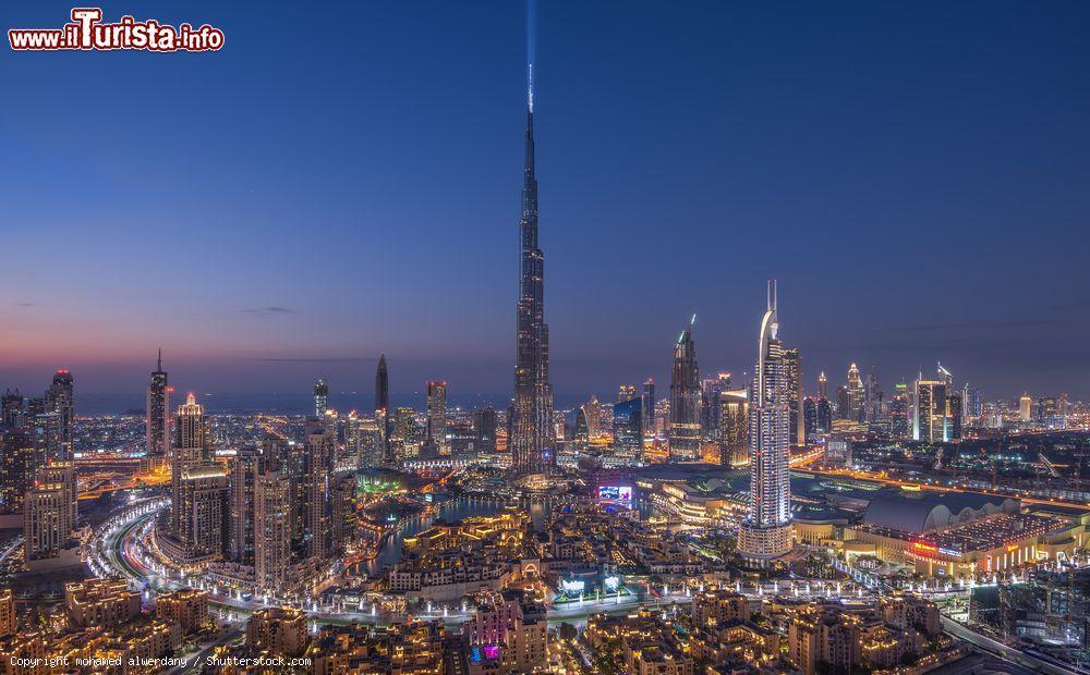 La skyline di dubai con al centro burj khalifa foto for Grattacielo piu alto del mondo