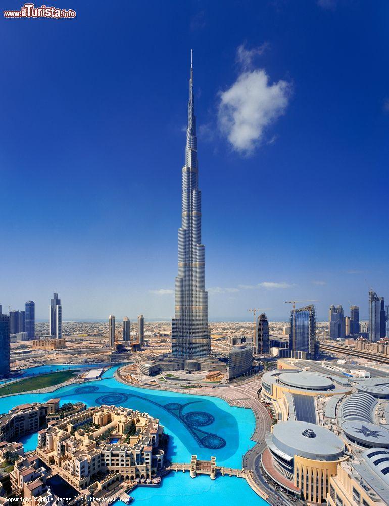 La torre piu alta del mondo domina il centro foto for Statua piu alta del mondo