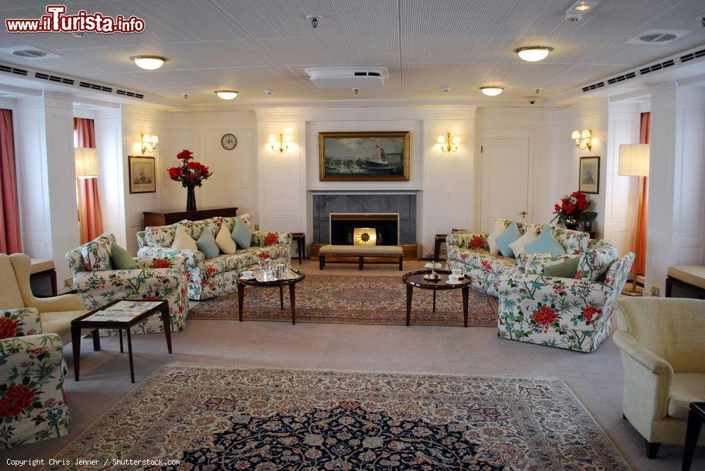 gli interni eleganti del royal yacht britannia foto