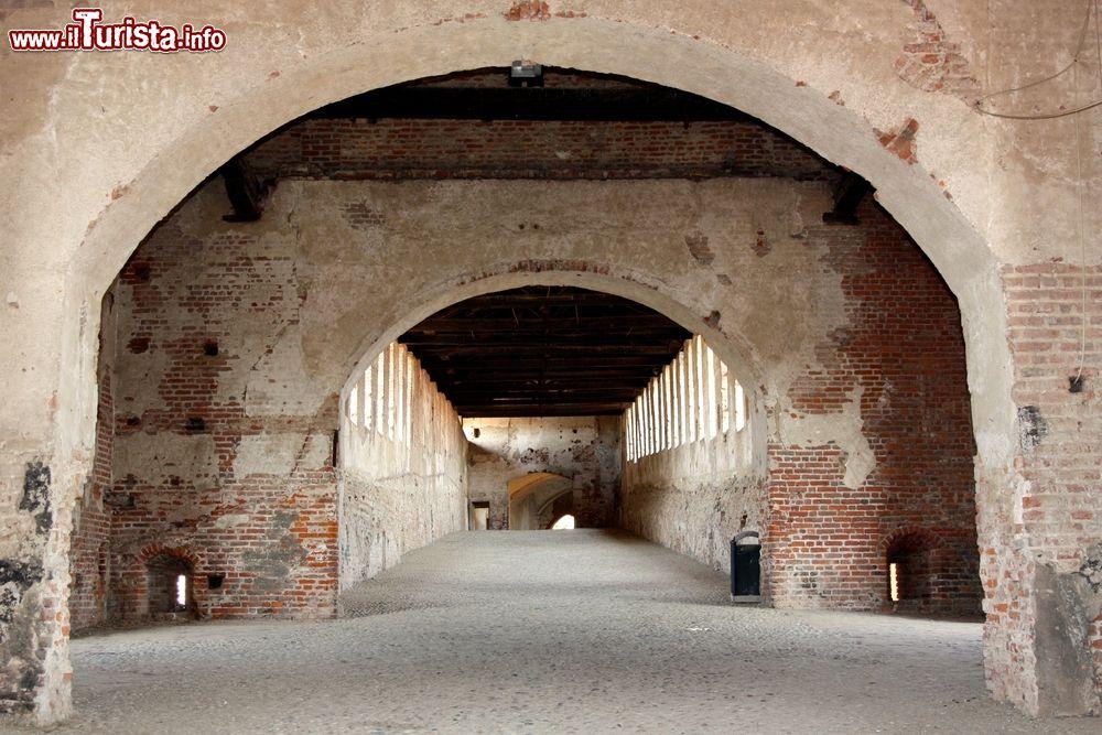 Le strade sotterranee di vigevano si tratta foto for Piani di coperta 16x20