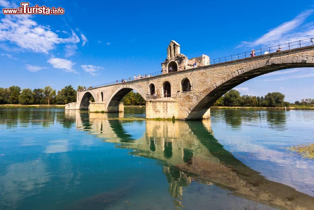Pont saint benezet il famoso ponte di avignone foto avignone saint b n zet - Il giardino sul fiume ...