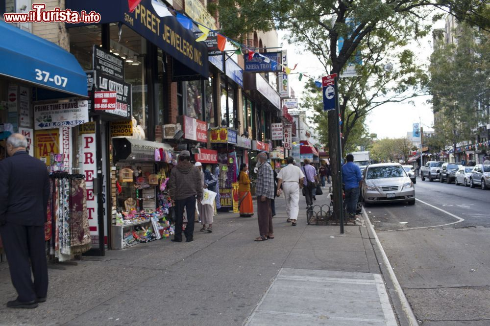 Immagine La visita a Little India di New York: il quartiere di Jackson Heights - © jendavis