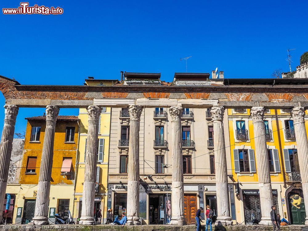 A milano su corso di porta ticinese si trovano for Corso di grafica milano