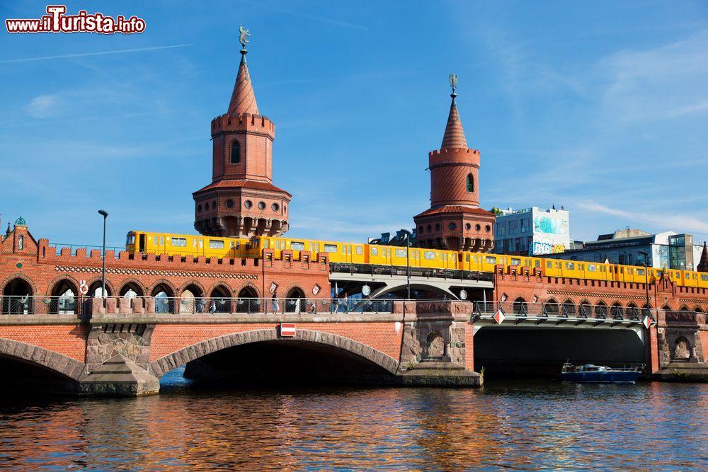 Oberbaumbrcke berlino cosa vedere guida alla visita for Piani di fondazione del ponte
