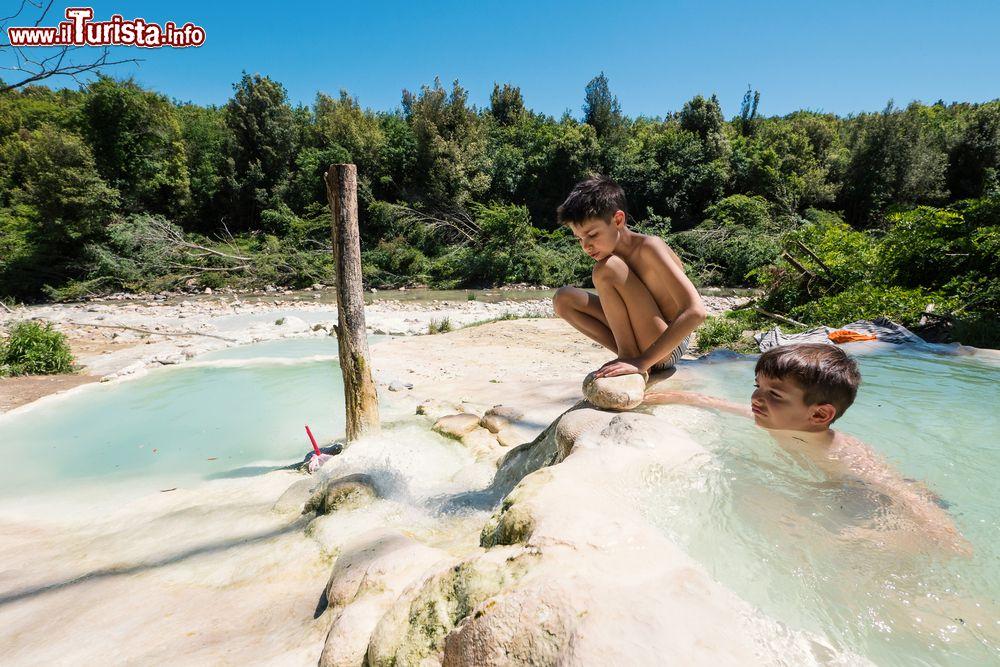 Bambini alle terme di petriolo ideali per famiglie foto petriolo bagni liberi - Terme libere bagni di lucca ...