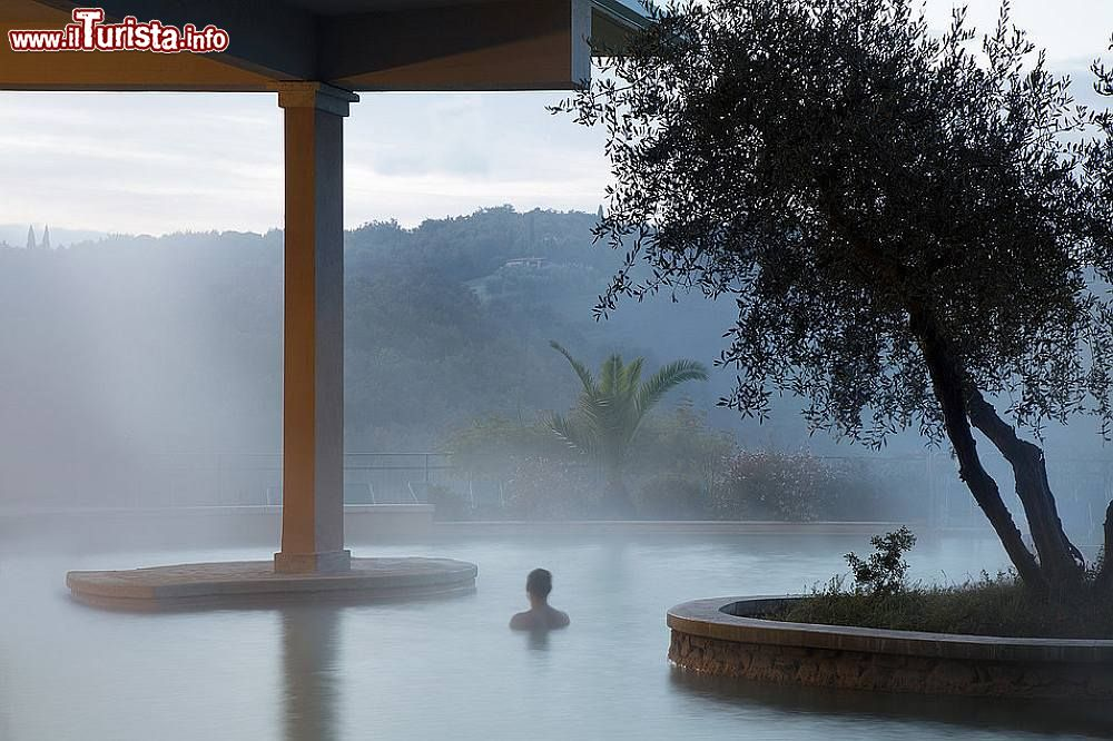 Acque iper termali in una delle due piscine dell 39 albergo foto bagno vignoni stabilimento - Bagno vignoni hotel posta marcucci ...