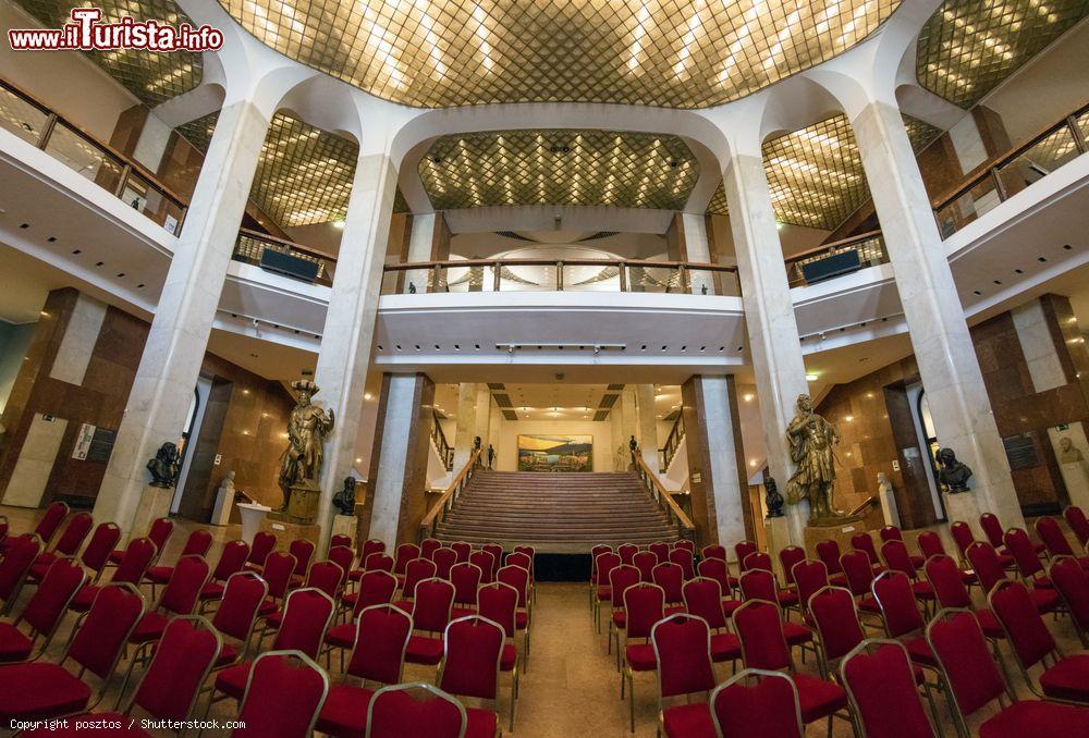 I sontuosi interni della galleria nazionale ungherese for Immagini di interni