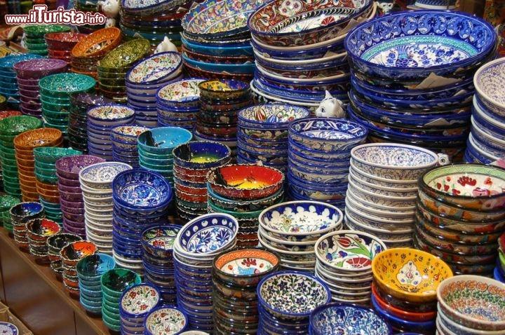 Piatti in ceramica al gran bazar guarda tutte le foto for Ceramica in casa