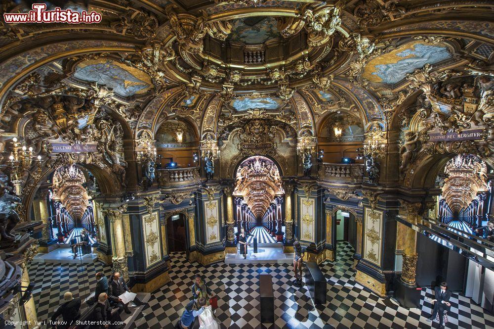 la sala della moda del museo grevin a parigi foto