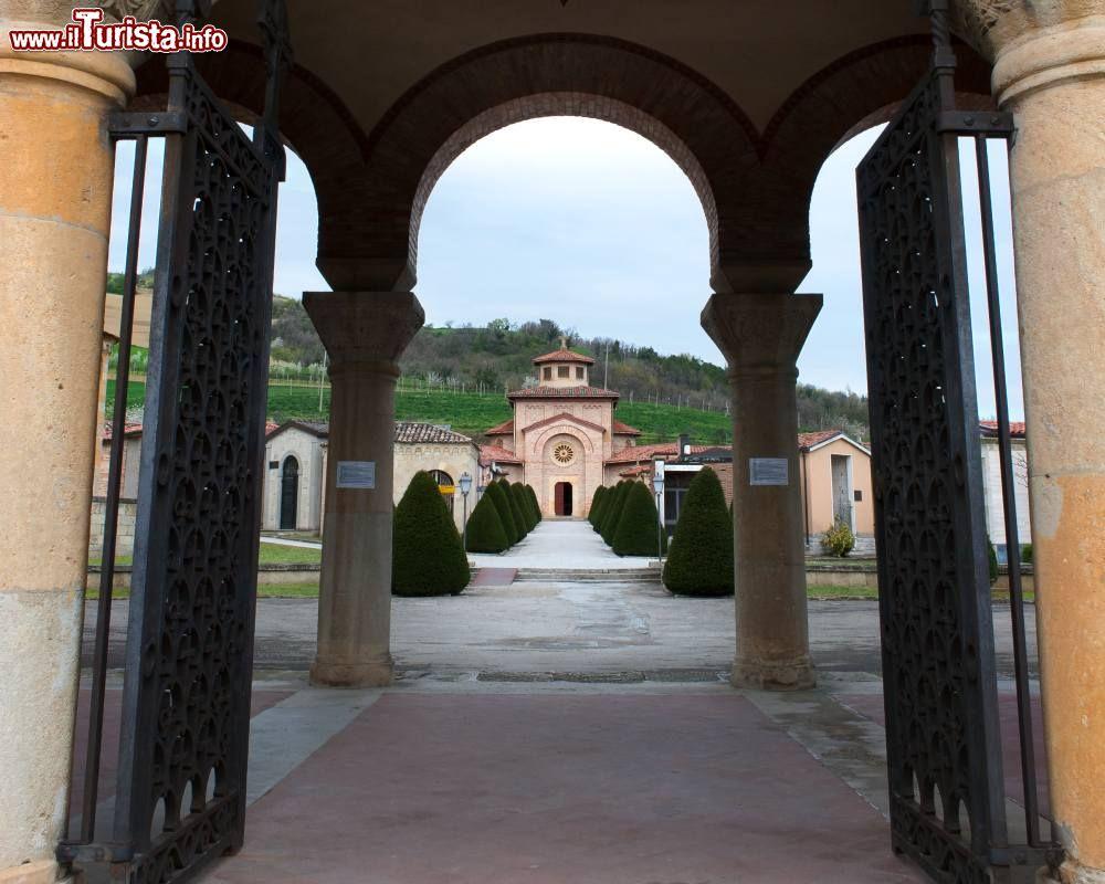 Cosa vedere e cosa visitare Tomba di Mussolini