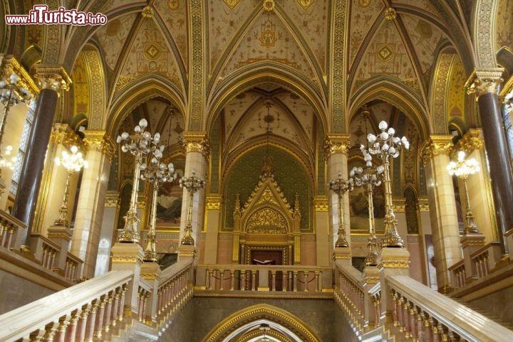 Interno parlamento budapest danileon foto for Foto del parlamento